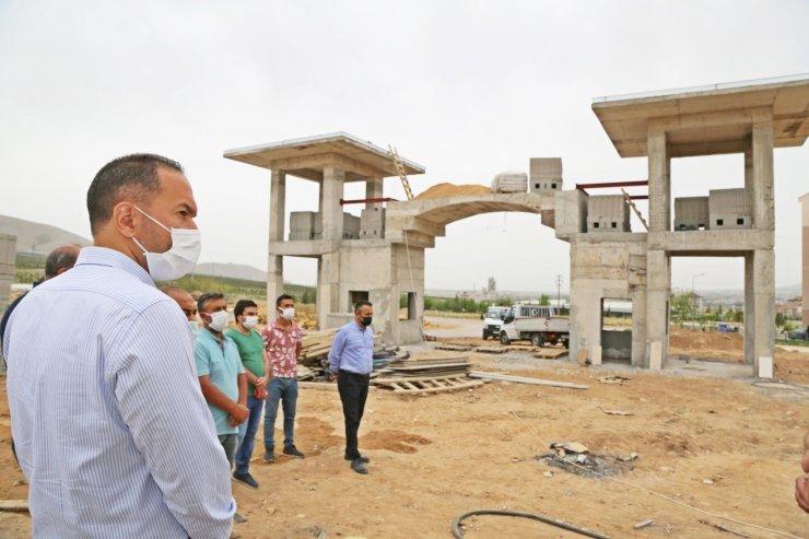 Başkan Özdemir yeni mezarlıkta inceleme yaptı