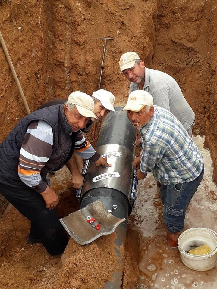 Beylikova Belediyesi ekipleri sulama sistemindeki patlakları tamir etti