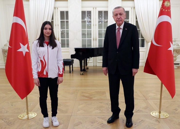 Cumhurbaşkanı Erdoğan, sporcularla iftar yaptı