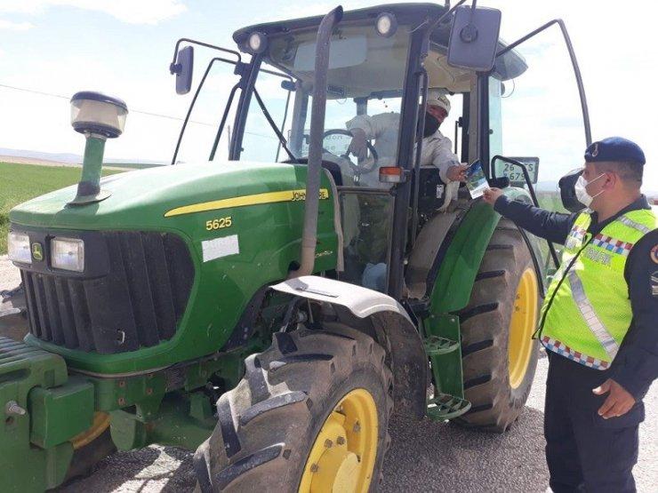 Jandarmadan çiftçilere traktör kullanımı eğitimi