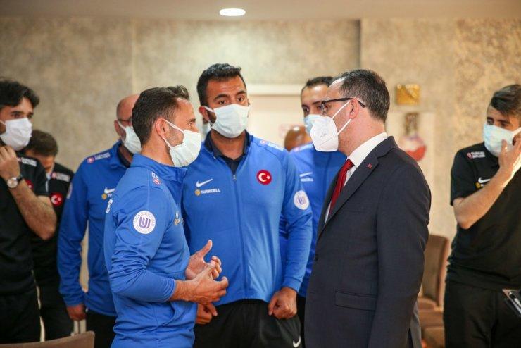 Bakan Kasapoğlu, Ampute Futbol Milli Takımı'nı ziyaret etti