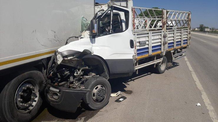 Karaman'da kamyonet duran tıra arkadan çarptı: 1 ölü