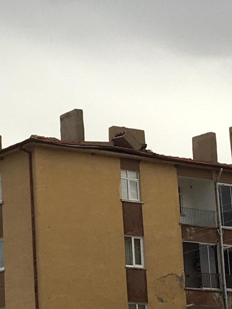 Ankara'daki fırtına minarenin kubbesini devirdi