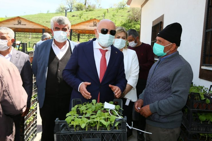 Keçiören'deki çiftçilere ücretsiz sebze fidesi dağıtıldı