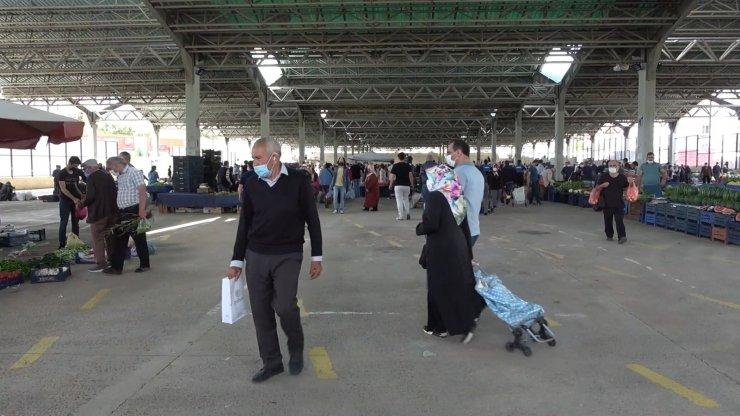 Günler sonra semt paralarında tezgahlar açıldı: Vatandaşlar alışveriş için akın etti