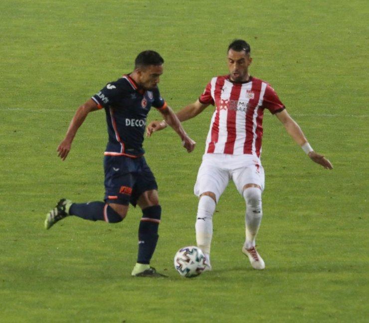 Süper Lig: D.G. Sivasspor: 0 - Başakşehir: 0 (İlk yarı)