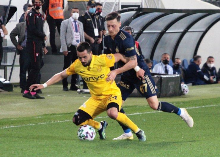 Süper Lig: MKE Ankaragücü: 1 - Fenerbahçe: 1 (İlk yarı)