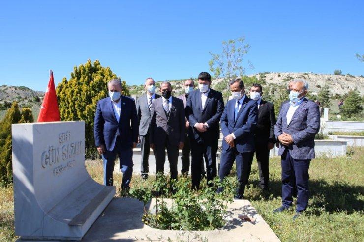 Mustafa Destici Yunus Emre'nin kabrini ziyaret etti