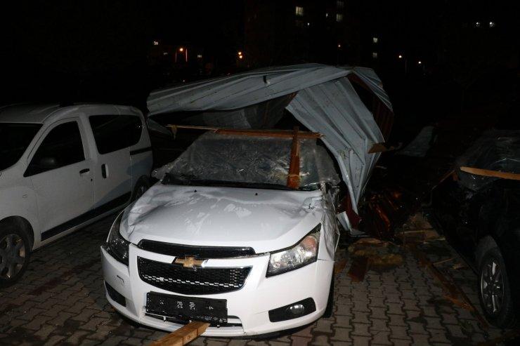 Yozgat'ta etkili olan fırtına çatıları uçurdu, çok sayıda araca hasar verdi