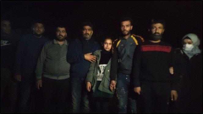 Yunanistan tarafından itilen 18 düzensiz göçmeni Türk askeri kurtardı