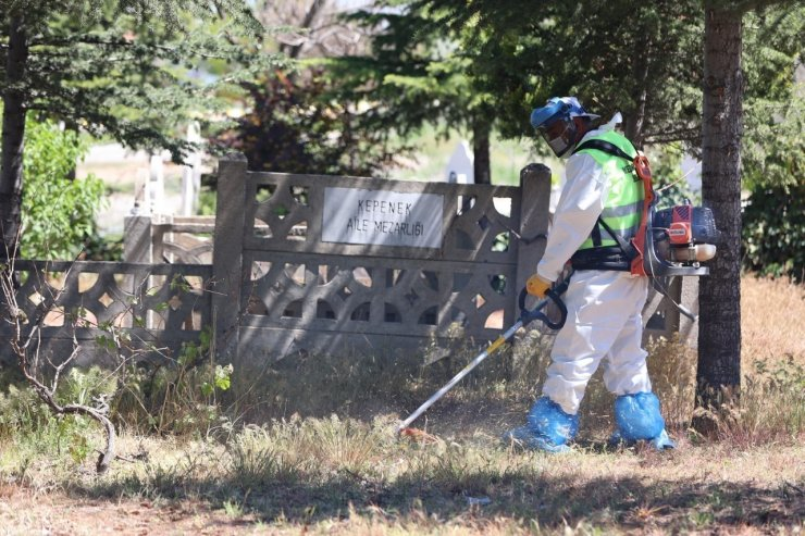 Mezarlıklarda yaz temizliği yapıldı