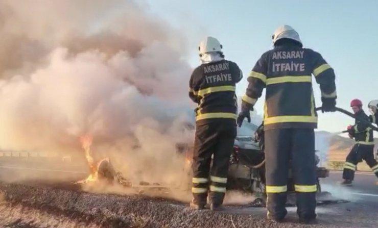 Seyir halindeyken alev alan araç küle döndü, sürücü son anda kurtuldu