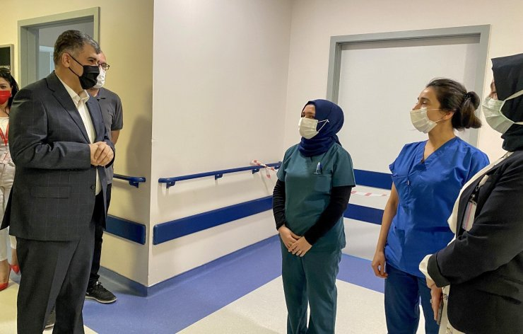 Ankara İl Sağlık Müdürü Gülüm'den hastalara ve sağlıkçılara bayram ziyareti