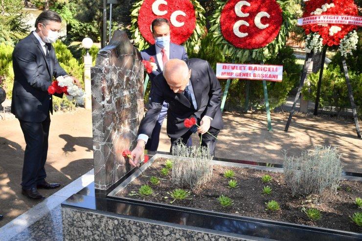 Devlet Bahçeli, bayramın ilk gününde Alparslan Türkeş'in kabrini ziyaret etti