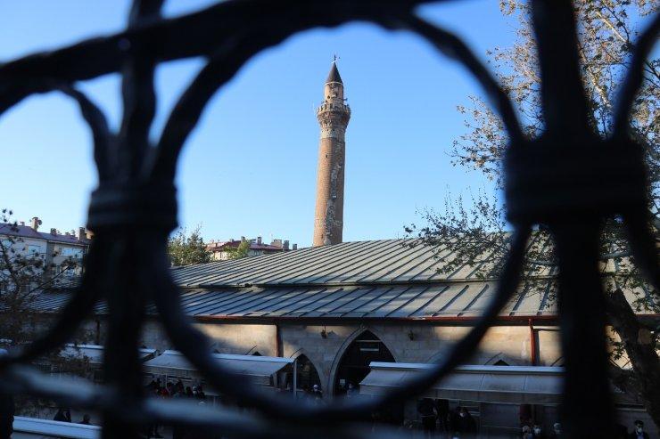 825 yıllık Ulu Camii'nde bayram namazı