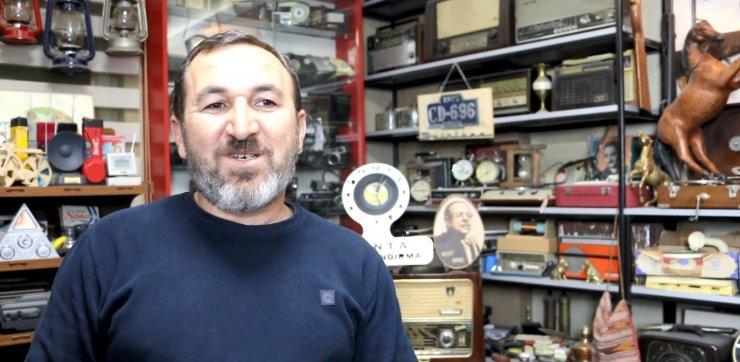 70, 80 VE 90'lı yılların eski malzemelerini toplayarak koleksiyon yaptı
