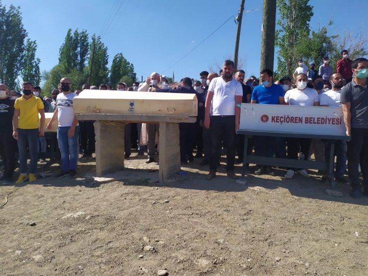 Traktör kazasında hayatını kaybeden anneanne ve torunları toprağa verildi