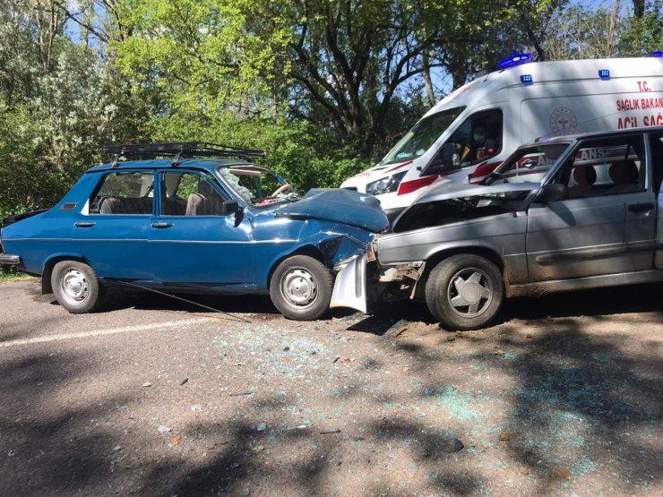 Sivas'ta otomobiller kafa kafaya çarpıştı: 6 yaralı