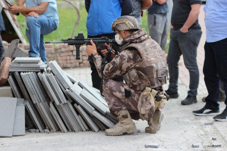 Silahlı şahıs polis ekiplerini uzun süre uğraştırdı