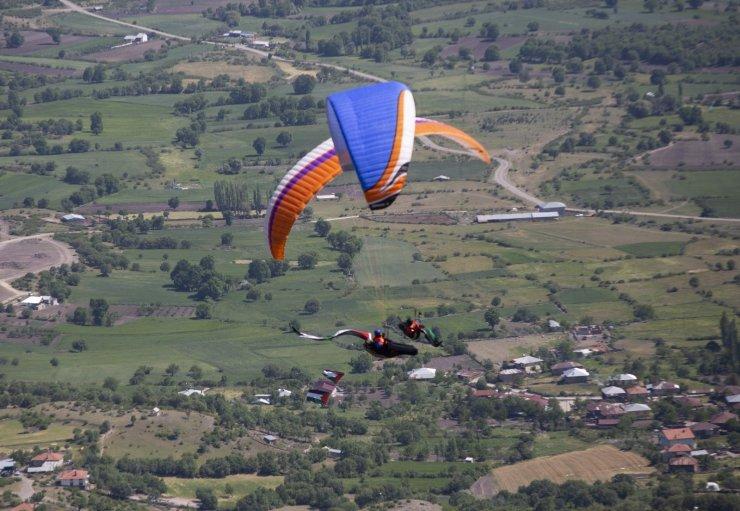 Ankaralı paraşütçüler Filistin'e destek için uçtu
