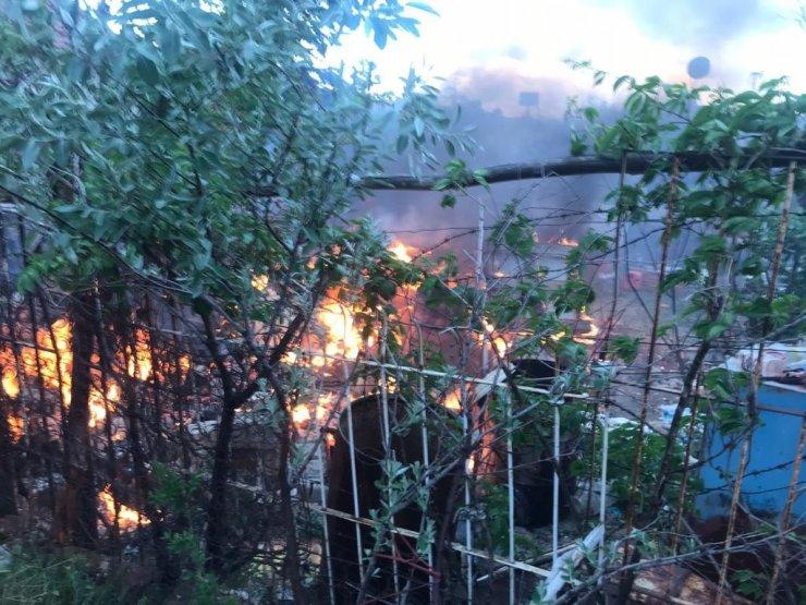 Müstakil evin bahçesinde çıkan yangın söndürüldü