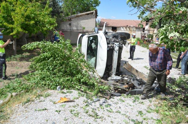 Konya'da hafif ticari araç ile cip çarpıştı: 4 yaralı