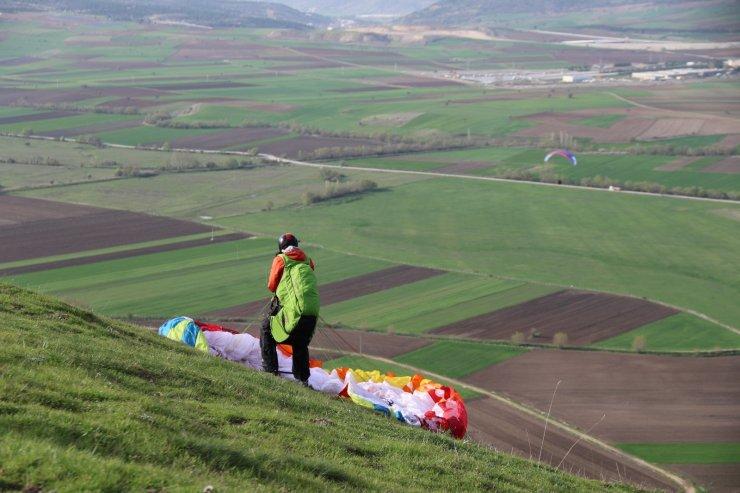 """Turizm faaliyetlerine yeni soluk: """"Yamaç Paraşütü"""""""