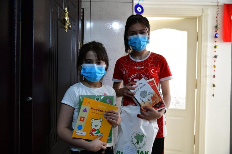 Mamak Belediyesi'nin 'Kitap Kapınızda' projesine ilgi büyük