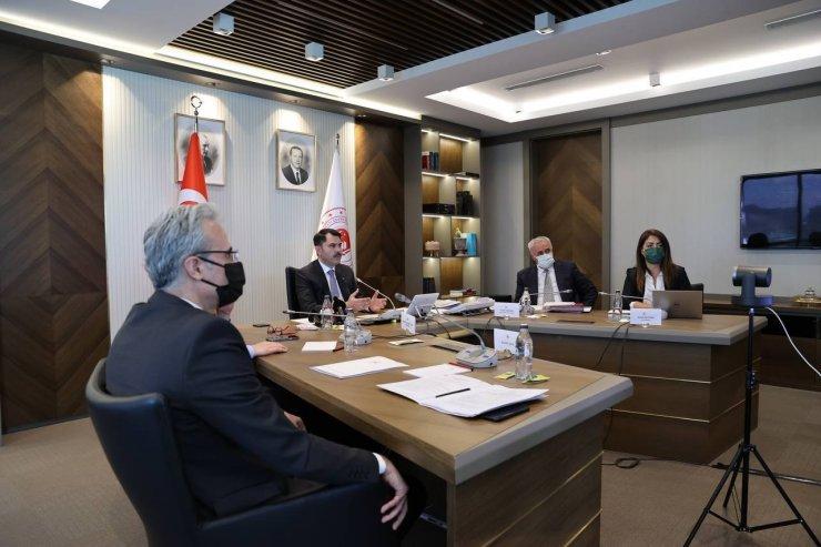 Bakan Kurum, İsrail'in de yer aldığı toplantıda İsrail'e tepki gösterdi