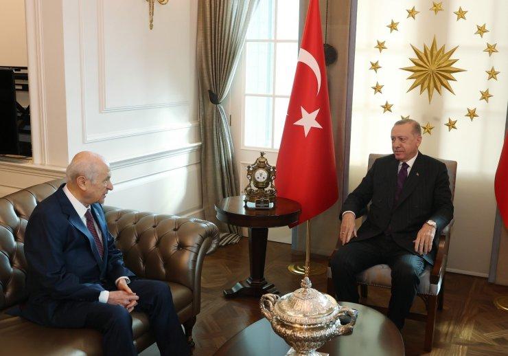 Cumhurbaşkanı Recep Tayyip Erdoğan, MHP Genel Başkanı Devlet Bahçeli'yi Cumhurbaşkanlığı Çankaya Köşkü'nde kabul etti.