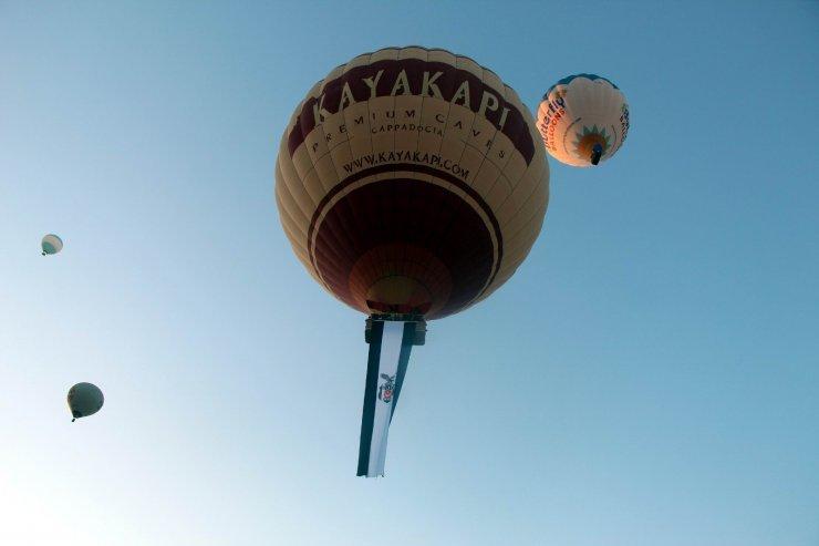 Kapadokya'da Beşiktaş'ın şampiyonluğu gökyüzünde kutlandı