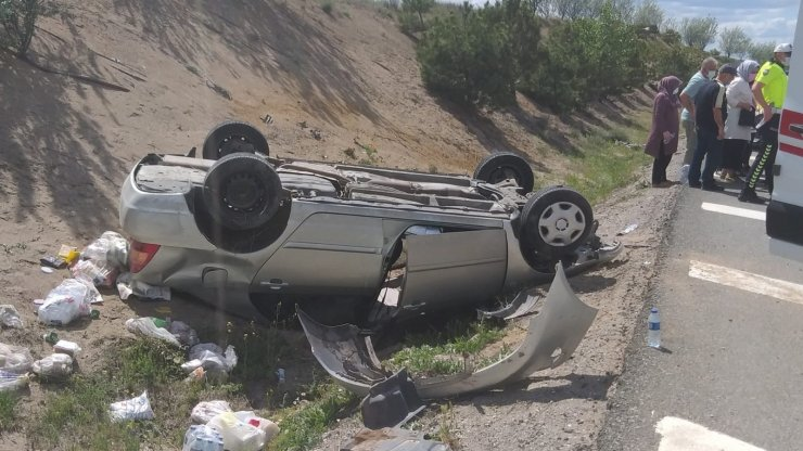 Kontrolden çıkan otomobil su kanalına devrildi, 1 yaralı