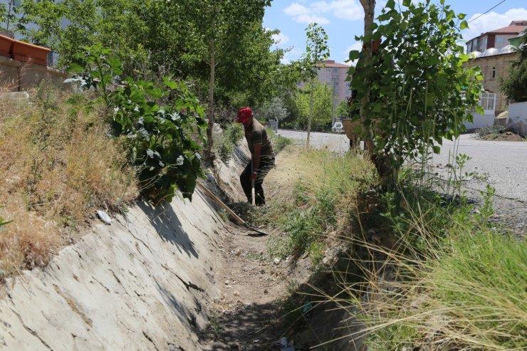 Niğde Belediyesi'nden Sulama Kanalı Temizliği