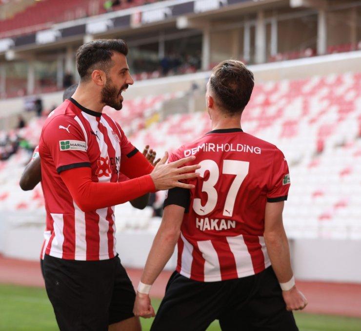 Caner Osmanpaşa 2 yıl daha Sivasspor'da