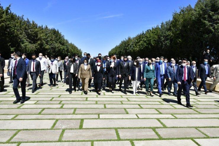 İYİ Parti lideri Akşener'den Anıtkabir'e ziyaret