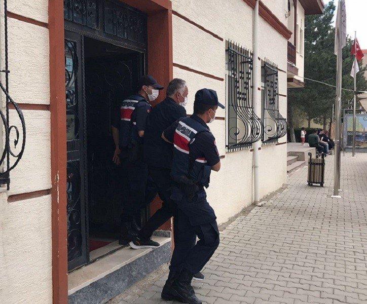 33 ayrı suçtan aranan cezaevi firarisi babasının evinde yakaladı