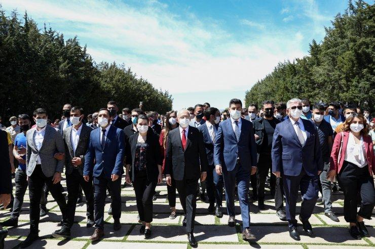 CHP Genel Başkanı Kılıçdaroğlu'ndan Anıtkabir'e ziyaret