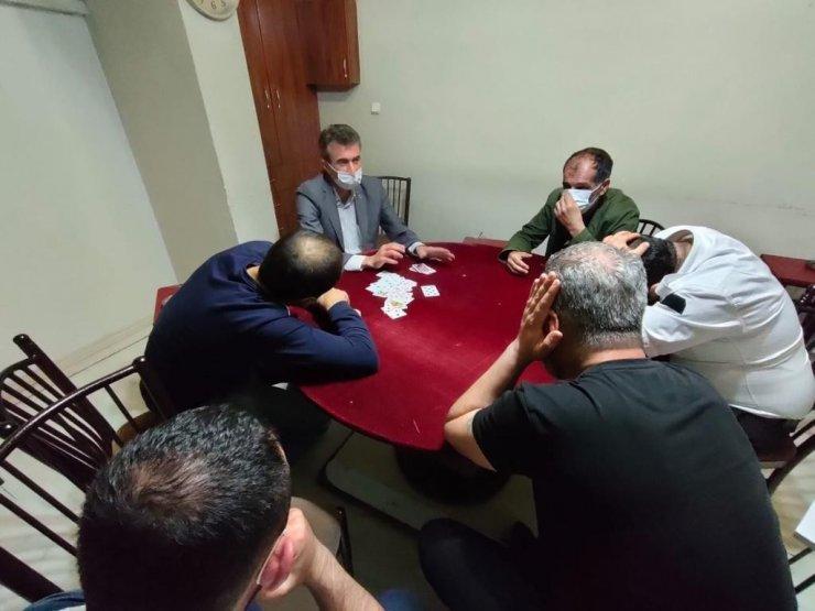 Pandemi tedbirlerini ihlal ederek kumar oynayan 34 kişiye 149 bin lira ceza yazıldı