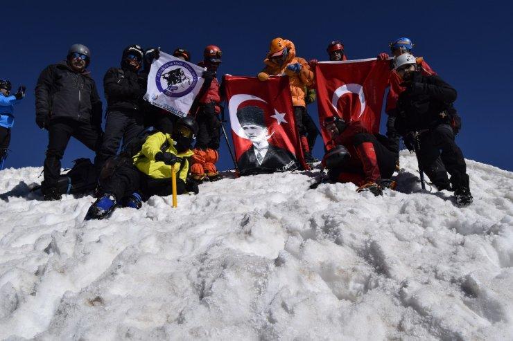 Dağcılardan Erciyes'e '19 Mayıs' tırmanışı