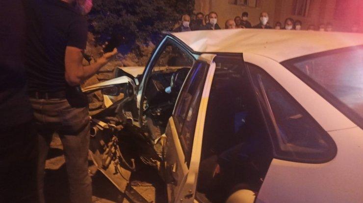 Konya'da otomobil duvara çarptı: 3 yaralı