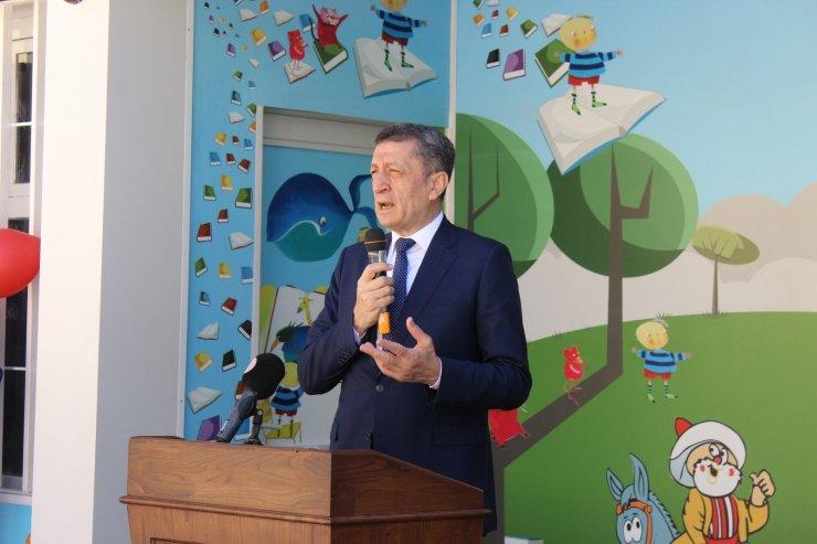 """Bakan Selçuk: """"Bazen bizim yaklaşımlarımız çocuklarımızın ihtiyacı olmayan alanlarda zorlanmalarına yol açıyor"""""""