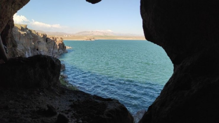 Baraj kenarında yeraltı şehri