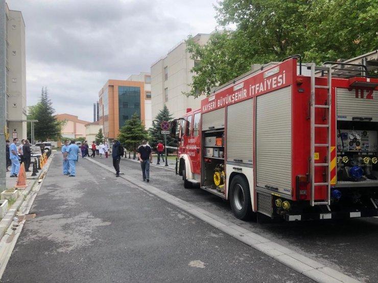 Hastane tadilatında çıkan yangın ekipleri harekete geçirdi