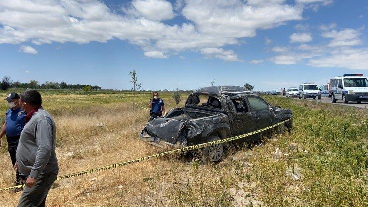 Kamyonet şarampole devrildi: 1 ölü, 2 yaralı