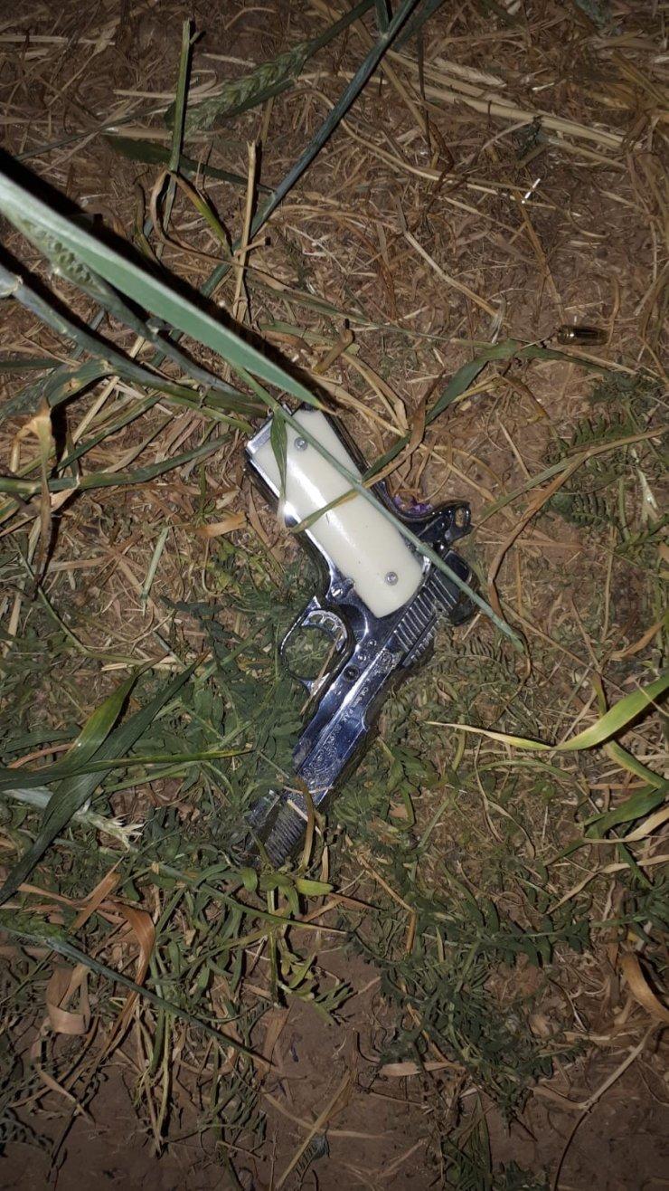 Kavga eden 7 kişiden 5 saksı esrar yakalandı