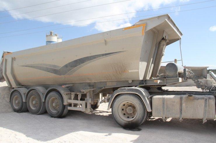 Damperi yüksek gerilim hattına temas eden kamyonun şoförü öldü