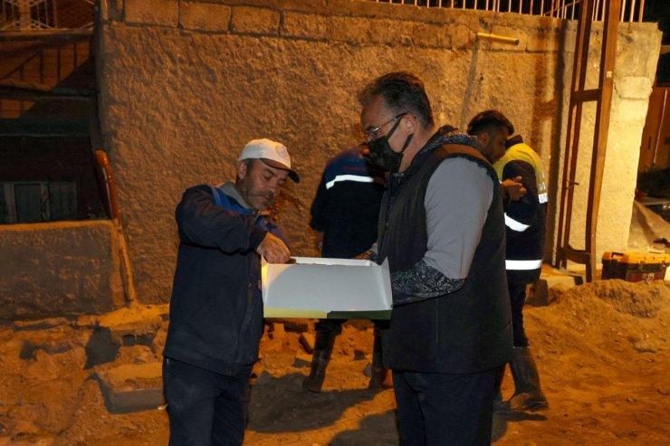 Savran'dan gece mesaisindeki çalışanlara tatlı ikramı