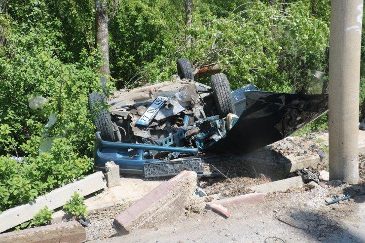 Virajı alamayan otomobil ters döndü: 2 yaralı