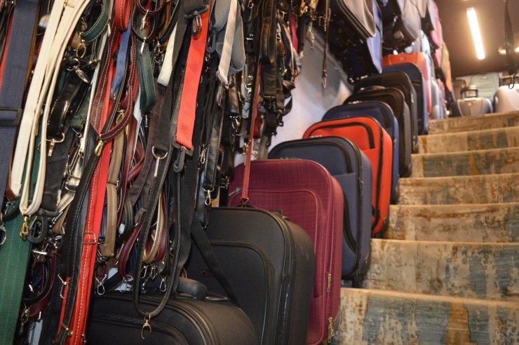 Turizm hareketliliği çanta ve valiz satıcıların yüzünü güldürüyor
