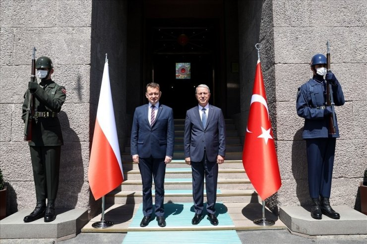 Milli Savunma Bakanı Akar, Polonyalı mevkiidaşı Blaszczak ile bir araya geldi
